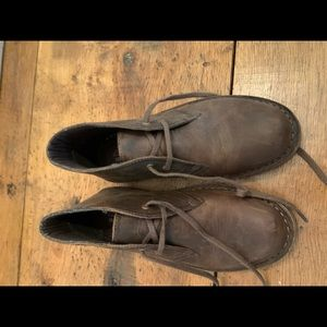 Brown Clarks brown distressed leather NWOT.  8m